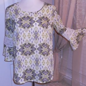 High/Low women's shirt with crochet on sleeve